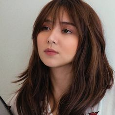 Kathryn Bernardo 🌟 Source by kgmknowles Bangs For Round Face, Round Face Haircuts, Round Faces, Asian Short Hair, Asian Hair, Kathryn Bernardo Hairstyle, Hair Inspo, Hair Inspiration, Medium Hair Styles