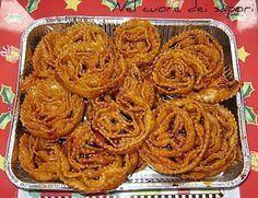 Le cartellate pugliesi con miele o vincotto sono dei dolci tipici della nostra tradizione. Si preparano in occasione delle feste di Natale...