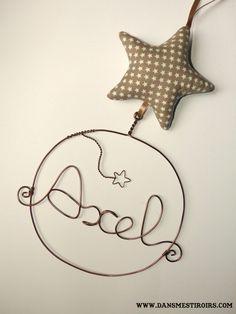 Une étoile personnalisée cadeau original naissance, déco chambre enfant fait par www.dansmestiroirs.com