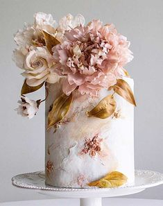 These Wedding Cakes are Incredibly Stunning Be inspired by these pretty wedding cakes! We are having a major swoonnsesh over these gorgeous wedding cakes. These latest wedding cakes are the. Pretty Wedding Cakes, Fall Wedding Cakes, Wedding Cakes With Cupcakes, Elegant Wedding Cakes, Wedding Cake Designs, Pretty Cakes, Cupcake Cakes, Cake Icing, Wedding Themes