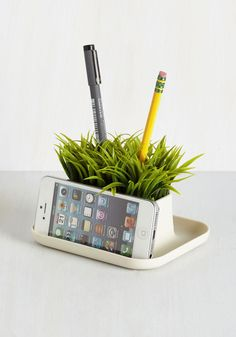 Lawn Your Marks Desk Organizer. Add a little green to your desk with this planter-inspired organizer by Kikkerland! Cute Desk Accessories, Desktop Accessories, Work Cubicle, Office Desktop, Office Stationery, Desk Organization, Gifts For Teens, Inspirational Gifts, Dorm Decorations