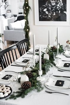 These Christmas table setting ideas are so cute for Christmas in July party ideas! I'm so glad I found these Christmas table centerpieces and for a simple Christmas table! Now I have some great whimsical Christmas table decor ideas to try in our home! Christmas Table Centerpieces, Christmas Table Settings, Christmas Tablescapes, Holiday Tables, Holiday Parties, Wedding Centerpieces, Christmas Sweet Table, Christmas Decorations Dinner Table, Elegant Centerpieces
