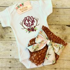 Free information and tips for baby care. Learn to take proper care of your newly born baby. Toddler Outfits, Kids Outfits, Baby Outfits, Going Home Outfit, Baby Bloomers, Dream Baby, Altering Clothes, Oh Deer, Cute Baby Clothes