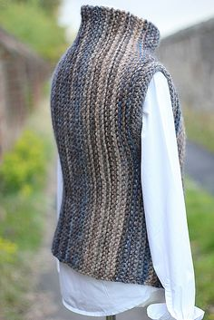 Inca wrap Ravelry: Inca wrap pattern by Laurimuks patternsFree Knitting Pattern for Par Vest for Him - Classic V-necked textured vest. Knitting Blogs, Sweater Knitting Patterns, Knitting Stitches, Knitting Designs, Knit Patterns, Hand Knitting, Knitting Sweaters, Baby Patterns, Knit Vest Pattern