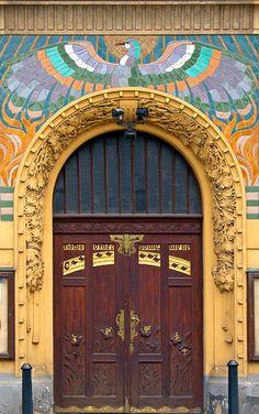 Art Nouveau porte à Prague Cool Doors, Unique Doors, Entrance Doors, Doorway, Door Knockers, Door Knobs, Art Nouveau, When One Door Closes, Prague Czech Republic