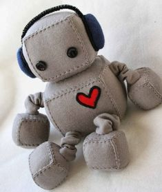 Adorable Robot Plushies I have to admit there's something cute about these. And really, who DOESN'T need a robot plushie? Link has several versions. Sewing Toys, Sewing Crafts, Sewing Projects, Fabric Toys, Felt Toys, Diy Toys, Handmade Toys, Plushies, Softies