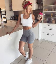Tammy hembrow fit bodies fit bodies in 2019 спорт, йога, фит Body Inspiration, Fitness Inspiration, Girl Outfits, Fashion Outfits, Women's Fashion, Foto Pose, Gym Girls, Fit Chicks, Transformation Body