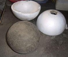Voll-Betonkugel - 21 cm Durchmesser - abgeformt aus einer Styroporform mit 25 cm Durchmesser. Die Form wurde nicht komplett gefüllt so hat die Kugel automatisch eine flache Seite zum aufliegen.
