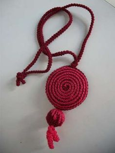 Crochet necklace pendant with picture tutorial