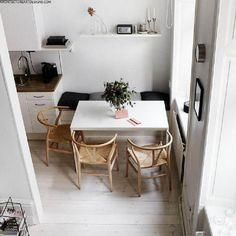 Dining Room Furniture and Decoration Stunning 80 Lasting Farmhouse Dining Room Table Ideas source : Small Dining Area, Small Kitchen Tables, Kitchen Corner, Room Kitchen, Diy Kitchen, Kitchen Dining, Small Dinning Room Table, Small Dining Table Apartment, Corner Dining Table