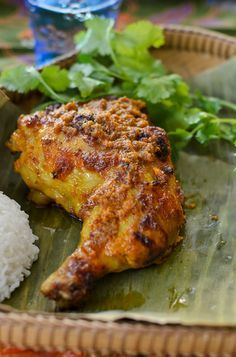 Ayam Percik (Malaysian Flame Grilled Chicken) recipe Ayam Percik or Malaysian Flame Grilled Chicken is Malaysian traditional barbecued spiced chicken. Malaysian Cuisine, Malaysian Food, Malaysian Recipes, Indian Food Recipes, Asian Recipes, Asian Desserts, Frango Chicken, Malay Food, Chicken Spices