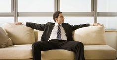 Para causar uma impressão positiva ao cliente, é preciso estar bem alinhado e manter a postura. Clique para conferir algumas dicas
