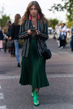 HOW TO WEAR VELVET THIS FALL – TREND ENVY