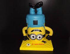 Imagini pentru tort cu minionii