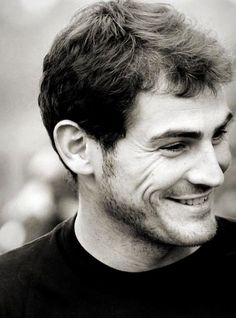 Iker Casillas, Spanish soccer goalie, b. Spanish Football Players, Soccer Players, Soccer Goalie, Football Fever, Football Team, Football Stuff, College Football, Black And White Face, Toni Kroos