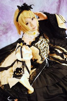 Daughter of Evil (Rin Kagamine) Cosplay  so jealous...this will be my prom dress....