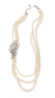 Crystal flower pearl necklace.