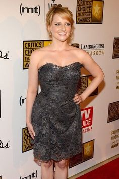 Melissa Rauch at Annual Critics' Choice Television Awards in LA on June 2013 - Photos - Funrahi Beautiful Celebrities, Beautiful Actresses, Gorgeous Women, Melissa Rauch, Bollywood, Flawless Beauty, Foto Pose, Woman Crush, Movies