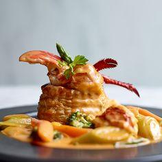 Vol-au-vent van kreeft Vol Au Vent, Lobster Recipes, Fish Recipes, Meat Recipes, Cooking Recipes, Appetizer Plates, Appetizer Recipes, Seafood Dishes, Fish And Seafood