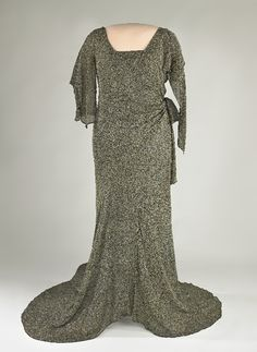 Lou Hoover's Evening Gown. Dark grey silk crepe evening gown with metallic thread brocade. Vintage Gowns, Vintage Outfits, Vintage Fashion, Vintage Clothing, First Lady Of America, American First Ladies, Period Outfit, Silk Crepe, Historical Clothing