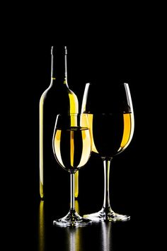 Wondering What You Dont Know About Wine Read This Article 3 – Wine Glass Photography, Dark Photography, Still Life Photography, Creative Photography, Wine Glass, Glass Art, Scratchboard Art, Wine Painting, Wine Art