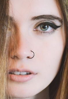 The medusa piercing also known as philtrum piercing. It is a beautiful piece of piercing set in the slope above your lip and directly under the septum of Piercing No Rosto, Piercing Nostril, Peircings, Piercing Tattoo, Body Piercing, Hoop Nose Piercing, Cartilage Hoop, Cartilage Piercings, Girls With Nose Piercing
