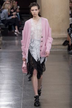 http://www.vogue.com/fashion-shows/fall-2017-ready-to-wear/christopher-kane/slideshow/collection