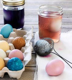 Use these recipes made from household ingredients to create natural egg dye in beautifully subdued shades. Leave these naturally dyed Easter eggs soaking in the refrigerator overnight for the richest colors. Making Easter Eggs, Easter Egg Dye, Hoppy Easter, Easter Bunny, Food Dye, Easter Recipes, Easter Ideas, Easter Celebration, Egg Decorating