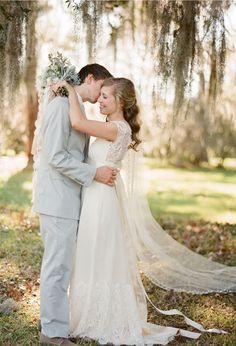 Sweet Violet Bride - http://sweetvioletbride.com/2012/10/magnolia-plantation-wedding-jose-villa-photography/