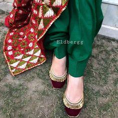 @manidrehar❤ Punjabi Fashion, Pakistani Fashion Casual, India Fashion, Afghan Wedding Dress, Indian Shoes, Stylish Sandals, Indian Designer Wear, Indian Wear, Indian Outfits