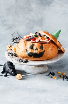 This Halloween, treat big and little kids to this amazing chocolate dessert cob loaf dip, complete with assorted lollies (and a few spooky creatures! Chocolate Lollies, Chocolate Desserts, Cob Loaf Dip, Jack O Lantern Faces, Loaf Recipes, Thing 1, Cocoa, Dips, Sweet Tooth