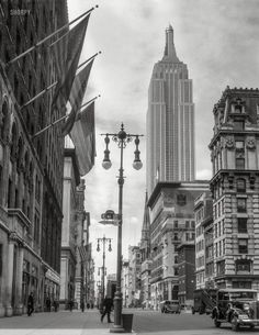 Empire State Building from 41st Street and Fifth Avenue. July 4, 1933 http://www.shorpy.com/node/20329 Theodor Horydczak