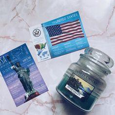 Dzisiaj bardzo amerykańskie zestawienie  To pierwsza pocztówka z serii z flagami ale bardzo mi się podoba więc mam nadzieję że to początek kolekcji  A Wy macie jakieś kartki z flagami? #penpalspoland #teamkorespondencja #postcrossing #postcrossingswap #postcrosser #grettingsfromusa #gfpostcard #gfpostallove #fowcard #flagsofworld #postcard #postcards #pocztówka #pocztówki #poczta #yankeecandle #yankeecandlelove #rivervalley #candles #candle #świeca #postallove #postcardsmarket