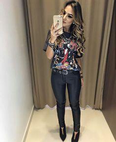| T-Shirt de banda + Cinto + Calça Preta! |