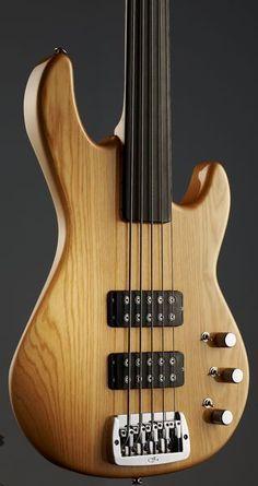 G&L L-2500 Fretless NA, Finish: Natural #g&l #bass #thomann