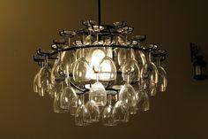 Extravagant lamp made of wine glasses and precious metal frame. /// Super Idee wie man aus alten Weingläsern eine außergewöhnliche Lampe basteln kann.