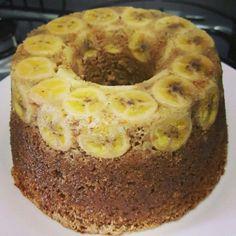O Bolo de Banana Integral (com Aveia e Canela) é prático, delicioso e cheio de fibras. Deixe sua família mais saudável com esse bolo de banana maravilhoso! Food Cakes, Portuguese Recipes, Cake Recipes, Bakery, Deserts, Food And Drink, Low Carb, Sweets, Healthy Recipes