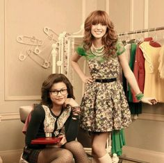 Bella Thorne and Zendaya Coleman in Frenemies aka Halle and Avalone. Disney Channel Shows, Disney Shows, Zendaya Coleman, Bella Thorne And Zendaya, Disney Girls, Disney Live, Zendaya Style, Idole, Black And White Aesthetic