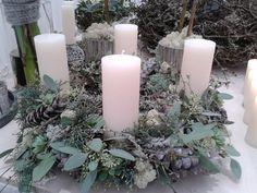 adventskrans i flis Rose Gold Christmas Decorations, Christmas Advent Wreath, Xmas Wreaths, Christmas Mood, Christmas Candles, Modern Christmas, Xmas Decorations, Simple Christmas, Advent Wreaths