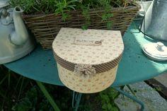 """Cartonnage - pour une fan de… - un nichoir - J'aime les boites - cartonnage : boite… - Pour un amateur de… - """"sous toutes les… - Boite arrondie - attention… - la nouvelle boite… - petit carnet range… - le blog lesbonheursdesylvie"""