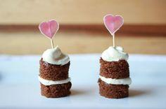 Sábado, 23 de Mayo de 2015    MINI NAKED CAKES   Desde el principio de 2014 se viene imponiendo con mayor fuerza esta tendencia de los Na...