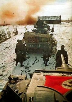 Troops and armor of the Wehrmacht's Panzer Ww1 Photos, Ww2 Pictures, Military Pictures, German Soldiers Ww2, German Army, Military Art, Military History, Battle Of Moscow, Samurai Art