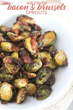 Make these easy and delicious air fryer maple bacon brussels sprouts in less than for an easy dinner or side dish. Maple Bacon Brussel Sprouts, Sprouts With Bacon, Brussels Sprouts, Air Frier Recipes, Bacon Recipes, Veggie Recipes, Yummy Recipes, Vegetarian Recipes, Recipies