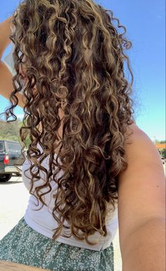 Dyed Curly Hair, Brown Curly Hair, Colored Curly Hair, Curly Hair Tips, Long Curly Blonde Hair, Natural Curly Hair, Long Layered Curly Hair, 3a Hair, Blonde Highlights Curly Hair