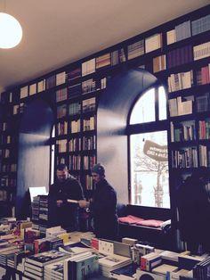Kombinerat café och bokhandel i Bratislava