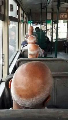 Funny Memes – [matrix glitch caught in the bus] Meme Internet, Glitch In The Matrix, Funny Jokes, Hilarious, Memes Humor, Wtf Funny, Funny Cute, Funny Photos, Funny Animals