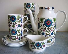 Midwinter set in the 'Country Garden' pattern
