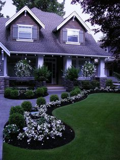 Fresh And Beautiful Front Yard Landscaping Ideas 3