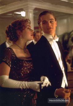 Titanic - Publicity still of Leonardo DiCaprio & Kate Winslet