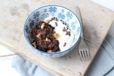 1 minuut chocomuffin (1 stuk): 2 el bloem - 2 el suiker - 2 el cacao (of hagelslag/andere chocola) - snufje zout - 3 el water